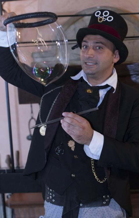Spettacolo bolle di sapone clown